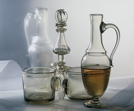 Cruet hotshaped glass
