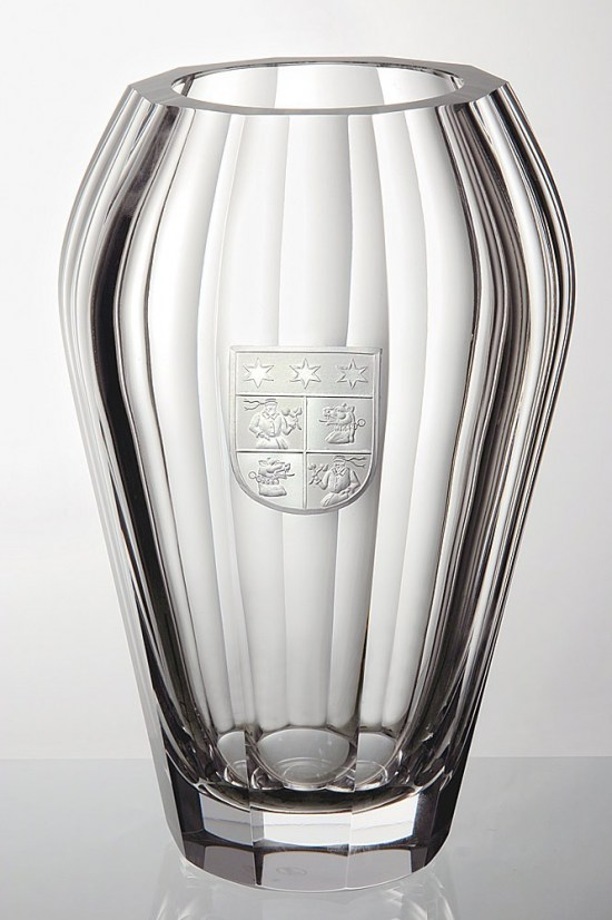 Vase with engraved coat of arms