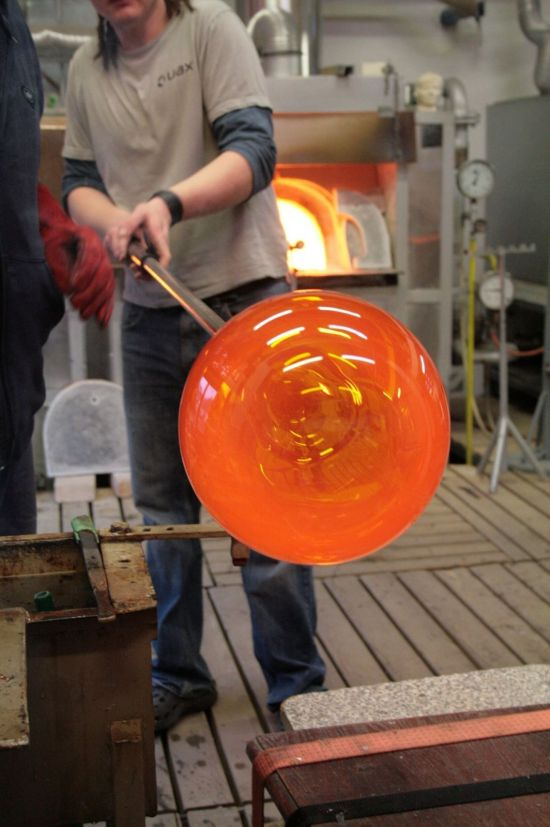 G1_Glassworks_Hotshop_blowing_3