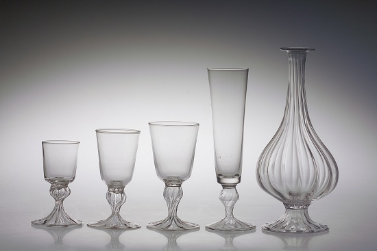 Hotshaped ribbed set of drinking glasses